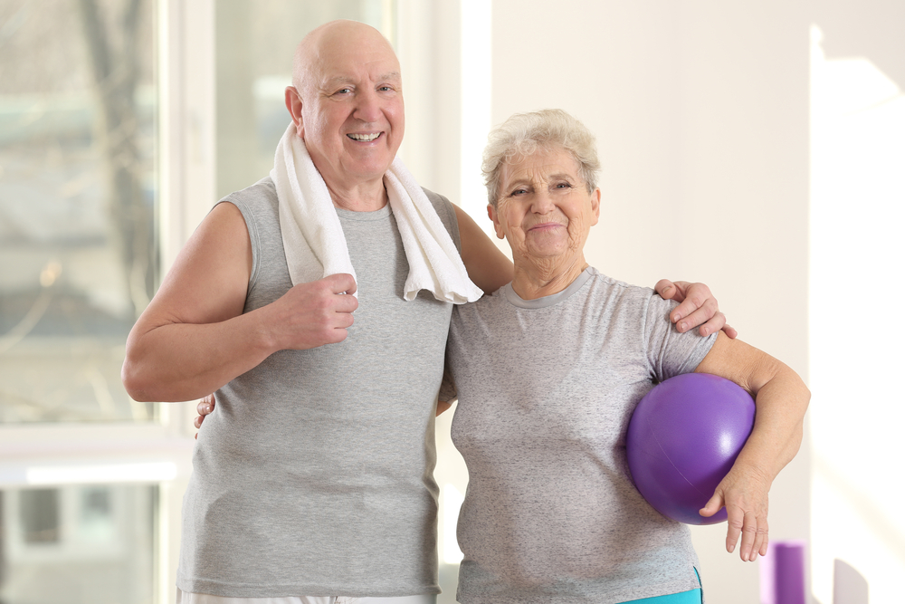 caminowestwind-senior-couple-with-exercise-ball-