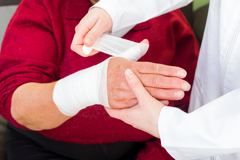 First Aid Skills Everyone Should Know and How Assisted Living Can Help